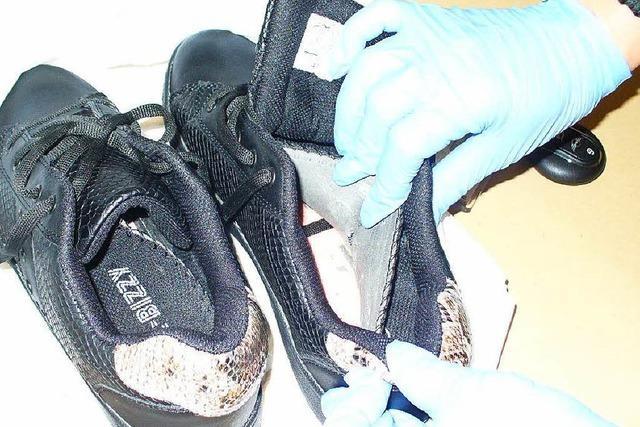 Frauen schmuggeln 880 Gramm Kokain in Turnschuhen