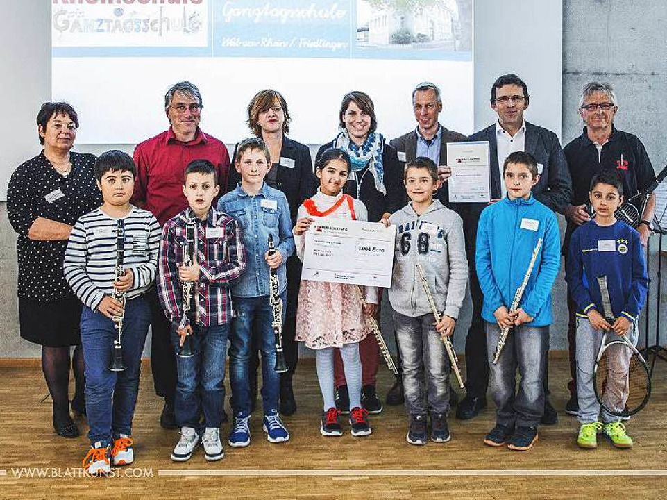 Schüler und Kooperationspartner der Fr...e bei der Preisverleihung in Stuttgart    Foto: ZVG