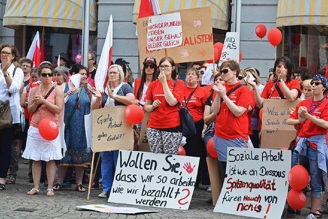 Kita-Streik: Hunderte bei Kundgebung in Offenburg