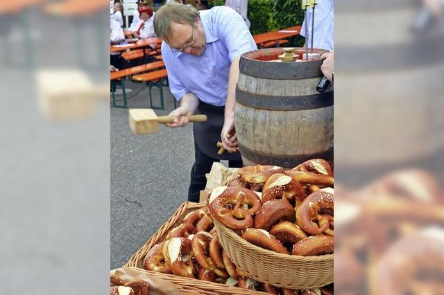 Dorffest mit Freibier und Böllerschüssen eröffnet