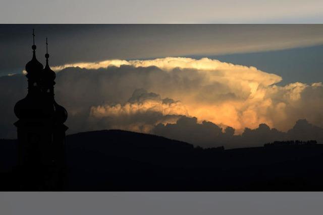Wolken bringen Sturm und Hagel