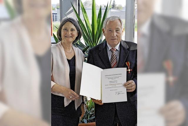 Verdienstkreuz für Klaus Hall