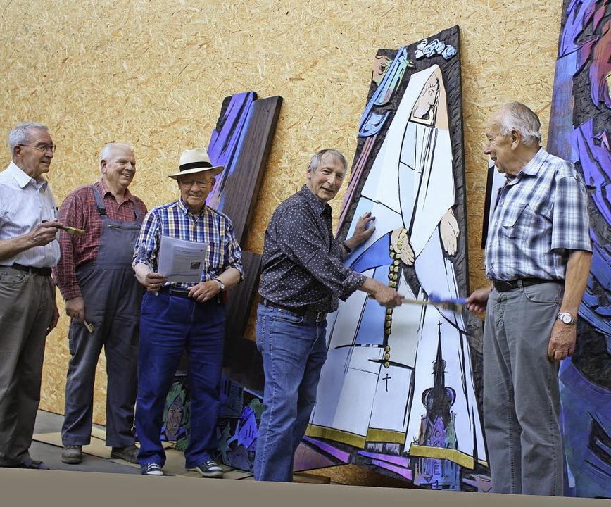 """Gemeinsam haben Herbert Handwerker, Ma...Wunder von Fatima"""" restauriert.     Foto: Barbara Schmidt"""