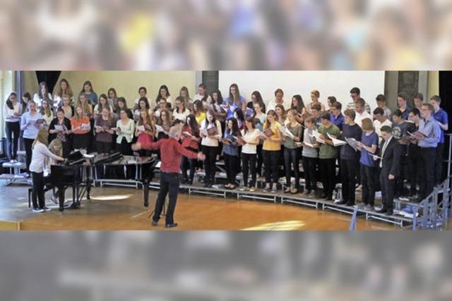 Große Dankesworte für Chorleiter Winfried Oelbe
