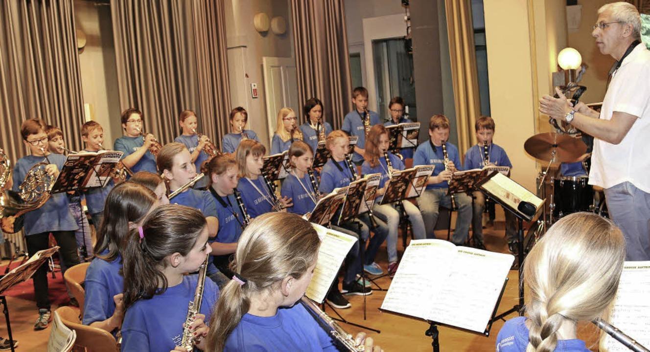 Zusammenspiel: musikalische Schüler in der Festhalle des Emmendinger ZfP.  | Foto: Dagmar Barber