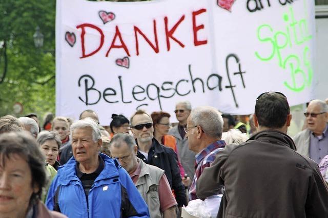 Hunderte demonstrieren fürs Spital