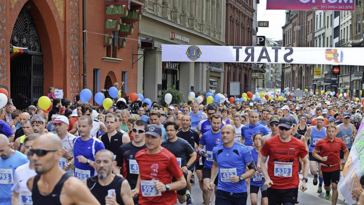 Rund 1500 Läufer und Läuferinnen nahmen am Sonntag am Dreiländerlauf teil.   | Foto: Juri Junkov