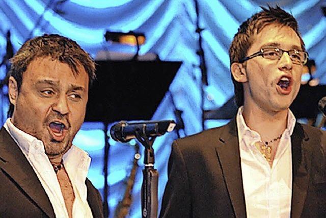 Das Duo Tenöre4You singt Welthits wie Nessun Dorma in Höchenschwand