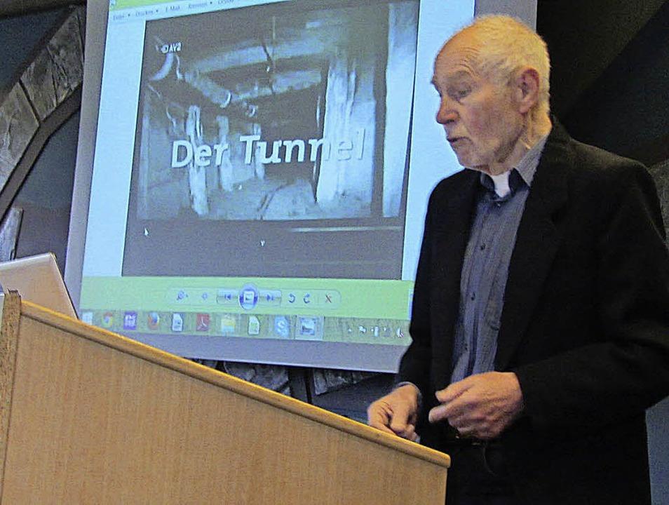 Joachim Rudolf berichtet auch vom Bau ...us der DDR die Flucht zu ermöglichen.   | Foto: Kreisgymnasium