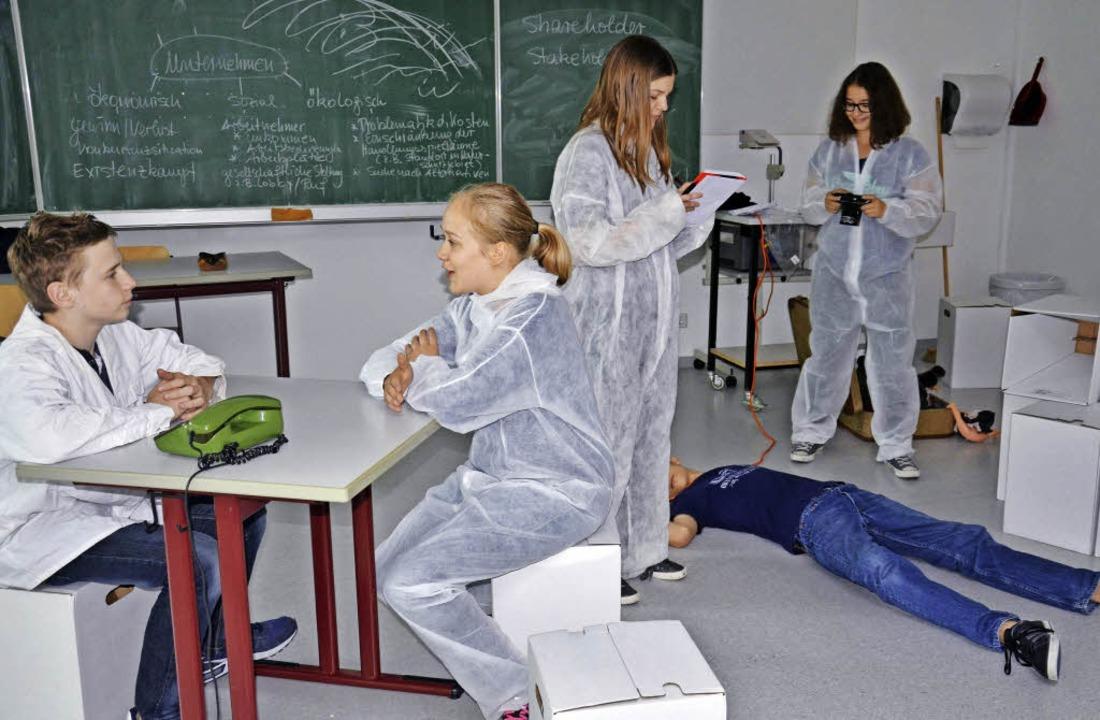 Die Theater-AG des Lise-Meitner-Gymnas...; auf. Aktuell wird fleißig geprobt.    | Foto: Martina Weber-Kroker