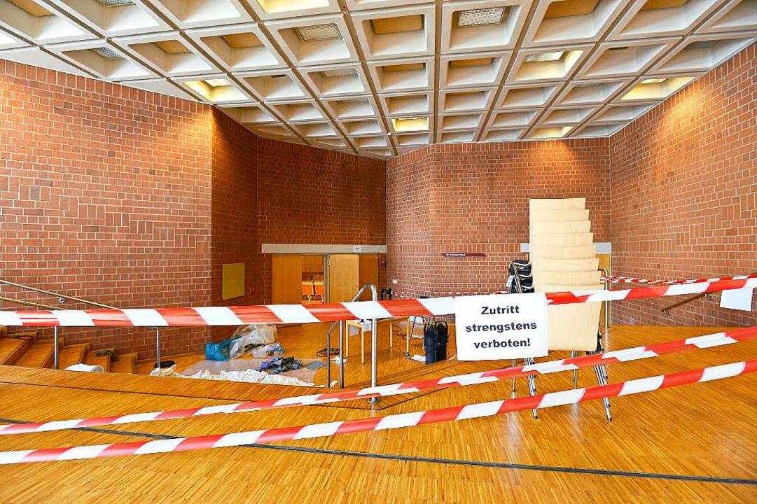 Der  größte Musikhochschulsaal des Lan...ig gesperrt, seine Decke voll Wasser.   | Foto: Ingo Schneider
