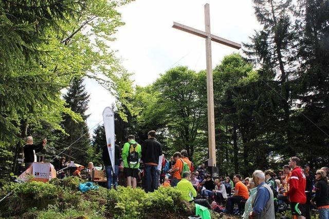 Nun grüßt das neue Braunhörnle-Kreuz die Wanderer