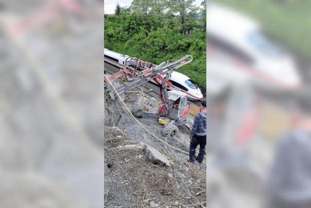 Hang abgerutscht: Arbeiten an der Rheintalbahn bei St. Georgen