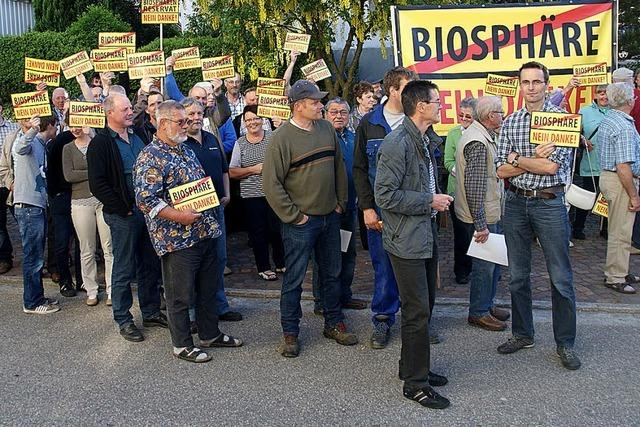 100 Protestler gegen die Biosphäre
