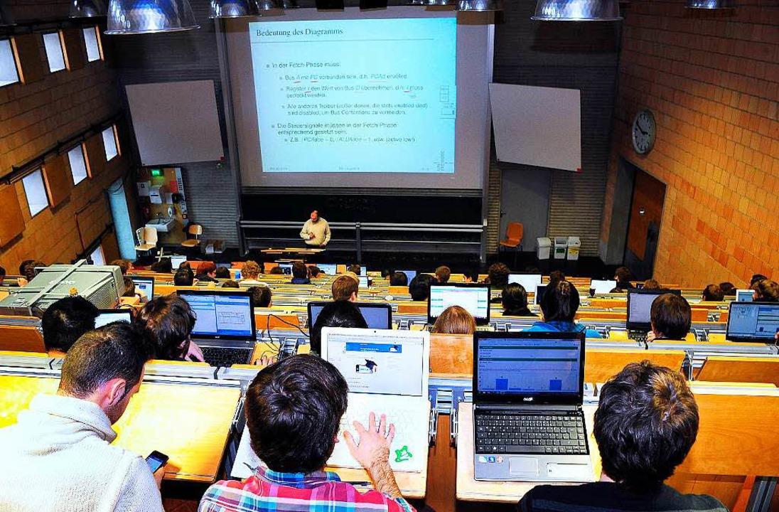 Laptop, Smartphone – wie viel Pl...da den Studierenden für die Vorlesung?  | Foto: Thomas Kunz
