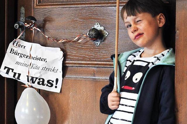 Kita-Streik: Eltern übergeben 1600 Unterschriften an OB Salomon