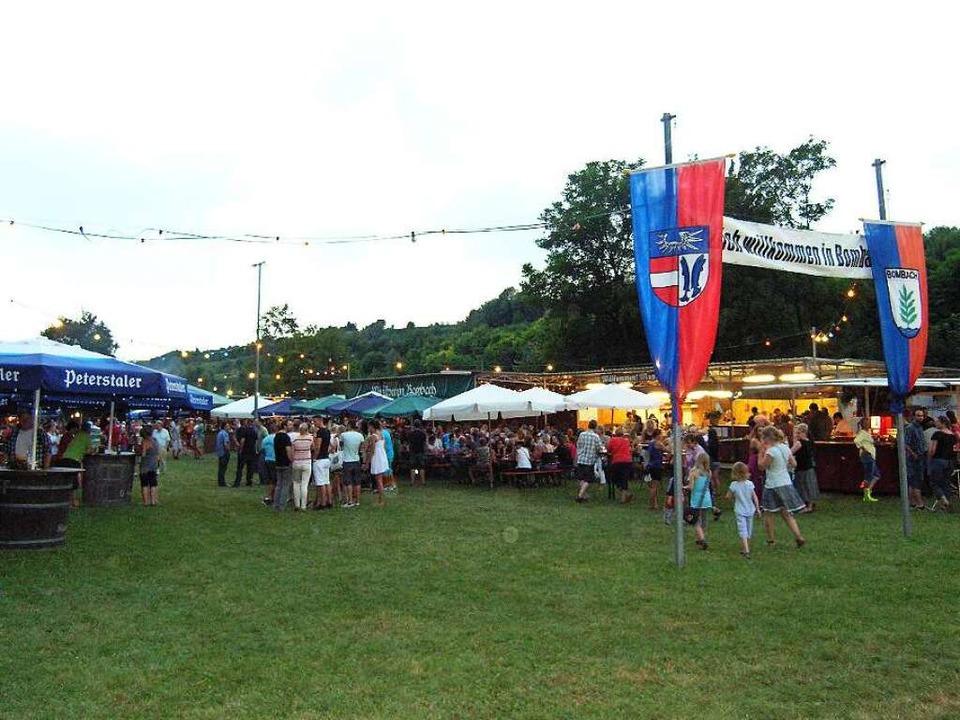 Beliebter Treffpunkt in der Region: Das Bombacher Weinfest im Forlengrund.  | Foto: Ute Schöler