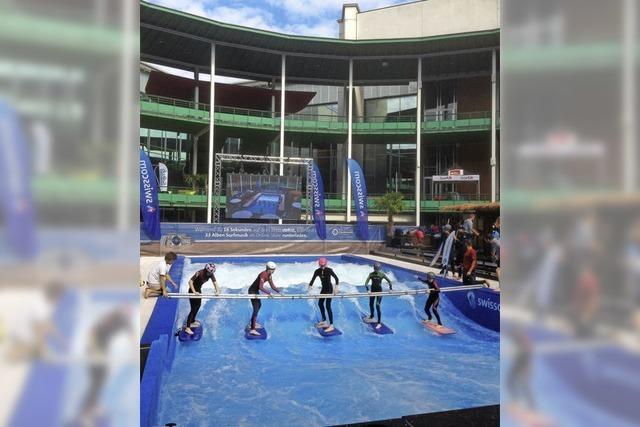 Größte mobile Outdoor-Surfanlage in der Messehalle