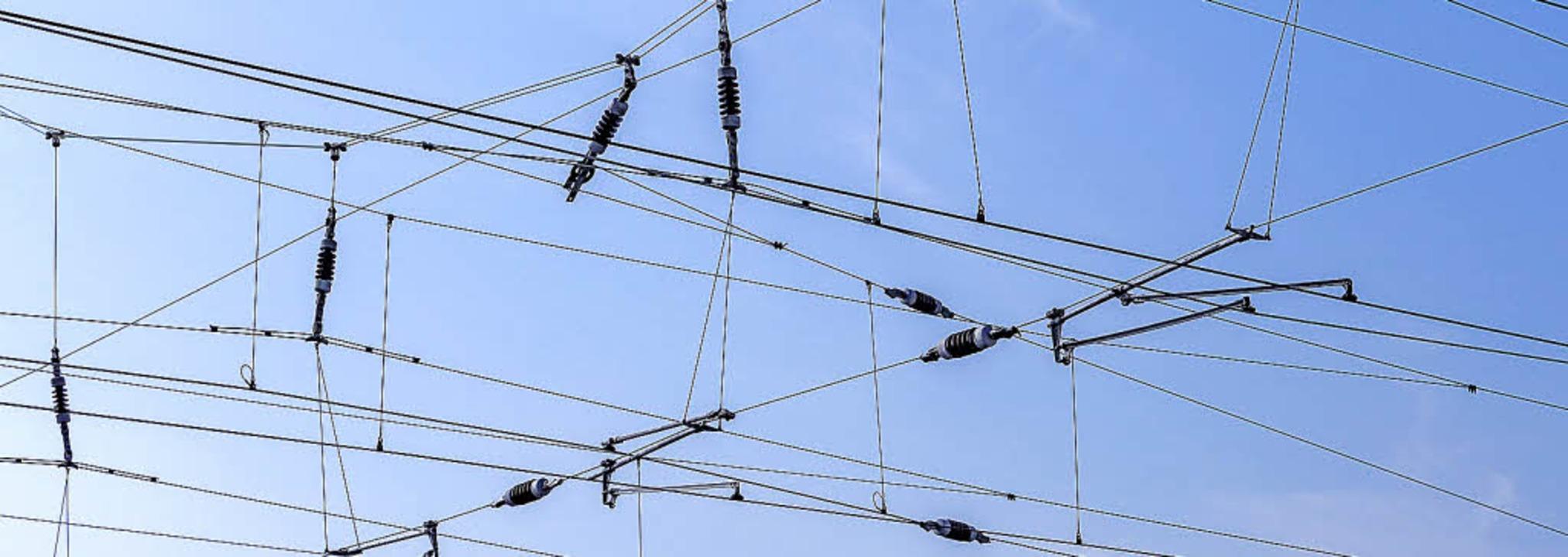 Unter Strom: Alle Strecken im Bereich ... des Ausbaus bis 2018 elektrifiziert.   | Foto: Matthias Buehner/Fotolia
