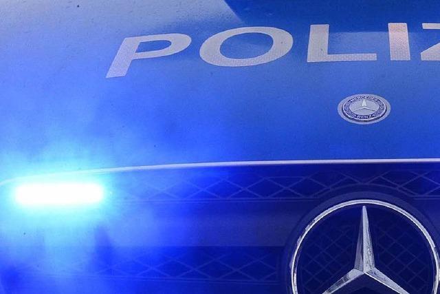 64-Jähriger rammt Auto auf der Landstraße – 29-Jähriger stirbt