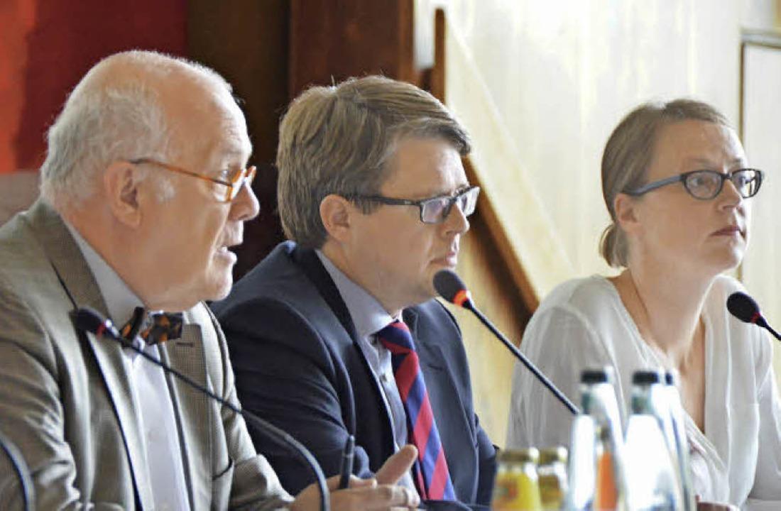 Der Jurist Hans-Jörg Birk (von links) ... der Bebauungsplan sehr aufwändig ist.  | Foto: Ralf H. Dorweiler