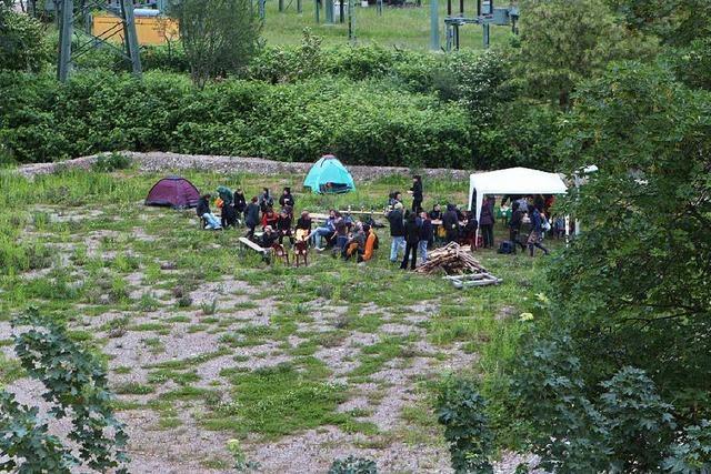 Wagenburgler haben kurzzeitig Grundstück in Freiburg-Haslach besetzt