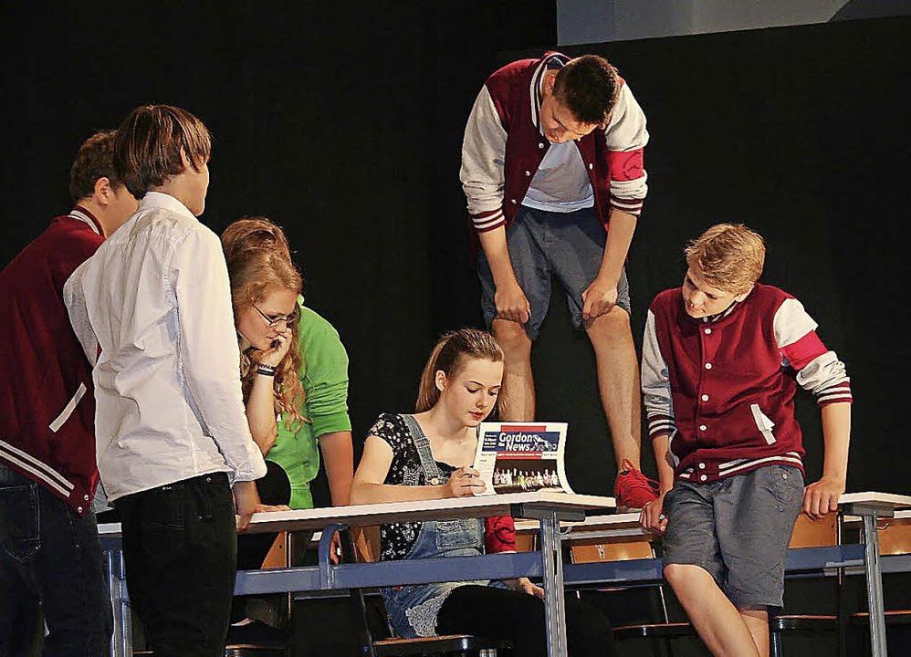 Die Achtklässler der Freien Schule Elz...8211;  nach einer wahren Begebenheit.   | Foto: Heiss