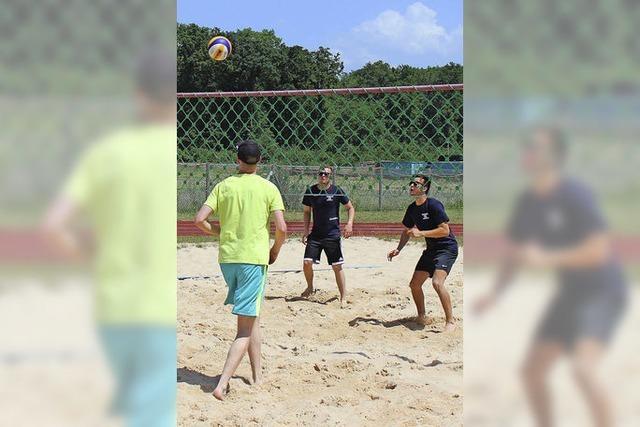 Kräftemessen beim Beachvolleyball