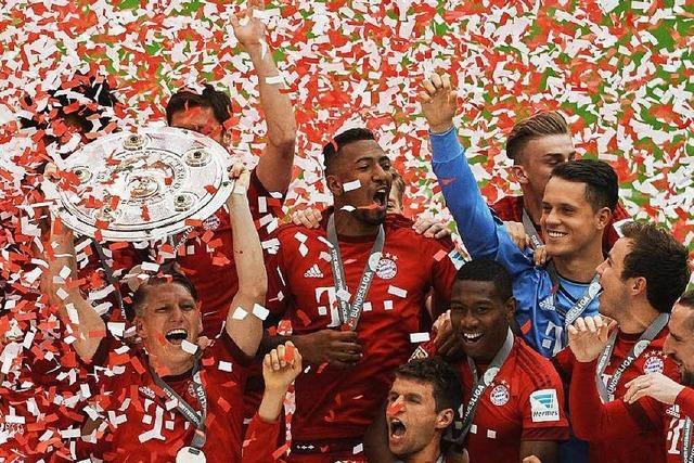 FC Bayern feiert den Jubiläumstitel mit Konfettiregen und Bierduschen