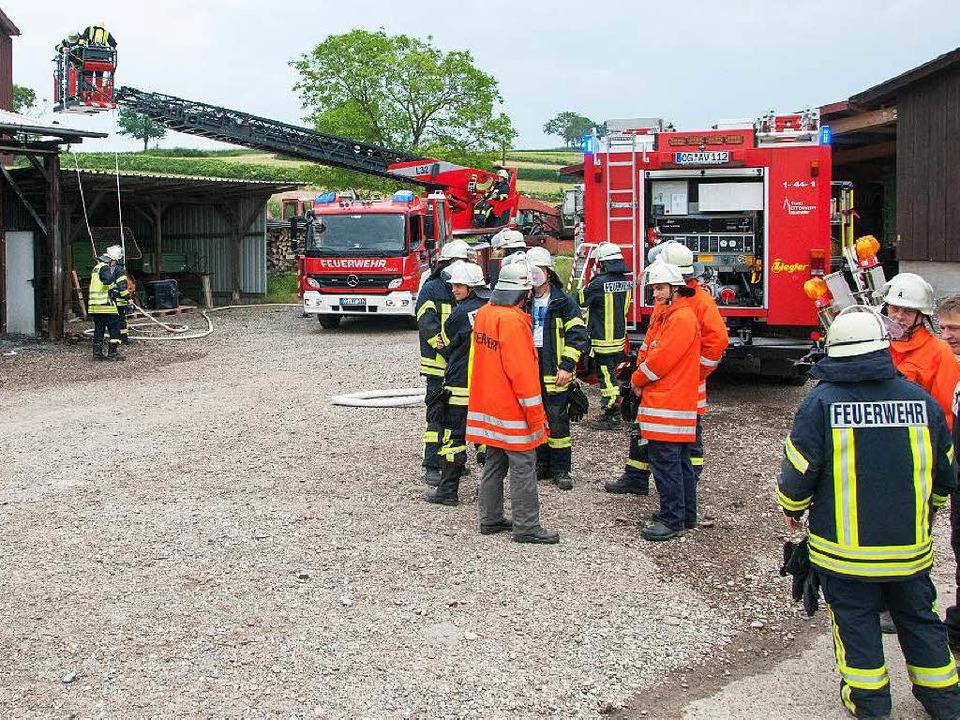 Die Feuerwehr am Einsatzort  | Foto: Olaf Michel (Bilder-Michel.de)