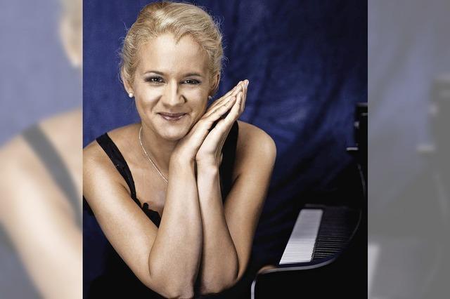 Die Pianistin Aleksandra Mikulska in der Martin-Bucer-Kirche in Breisach