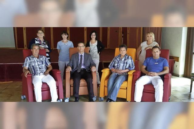 Förderverein spendet Ruhesessel für Senioren