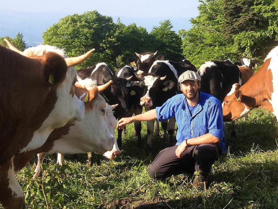 Viehhirte Andreas Beha zählt jeden Morgen nach, ob alle Kühe da sind.  | Foto: Privat