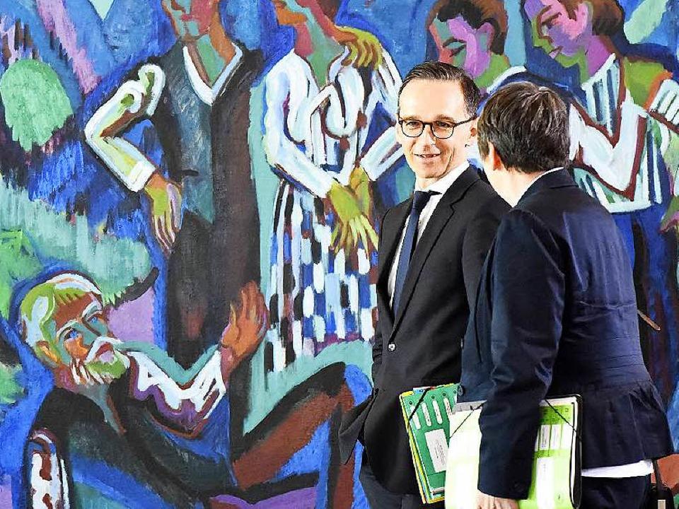 Bundesjustizminister Heiko Maas und Um...s) vor der Kabinettssitzung in Berlin   | Foto: AFP