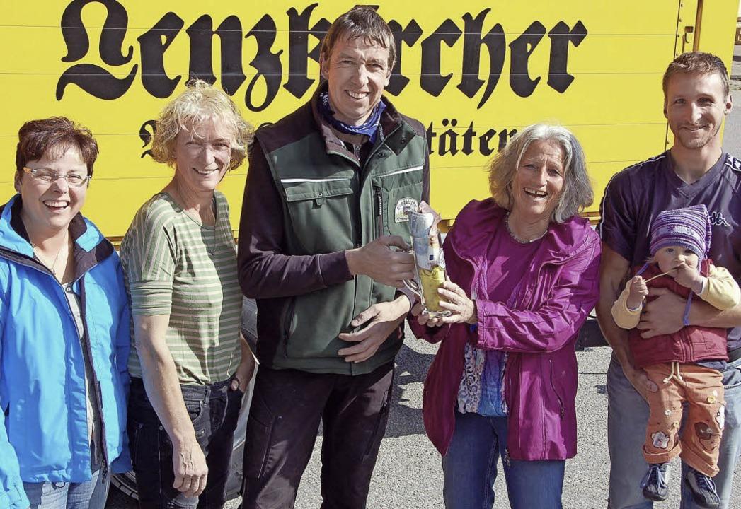 Das Geld, das am Tag des deutschen Bie... vom Vorstandsteam.FOTO: BRAUEREI ROGG  | Foto: Brauerei Rogg