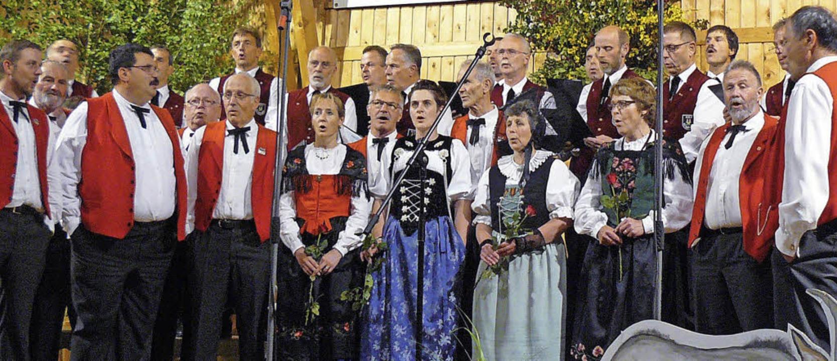 Finale mit dem Jodelclub Calanda Chur und dem Männergesangverein St. Märgen.     Foto: Edeltraud Blume