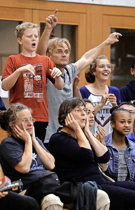 Hoffen,  Bangen und Fliegen:  Fans, Fr...0;  USC-Center Alexander Tecklenborg    | Foto: Seeger