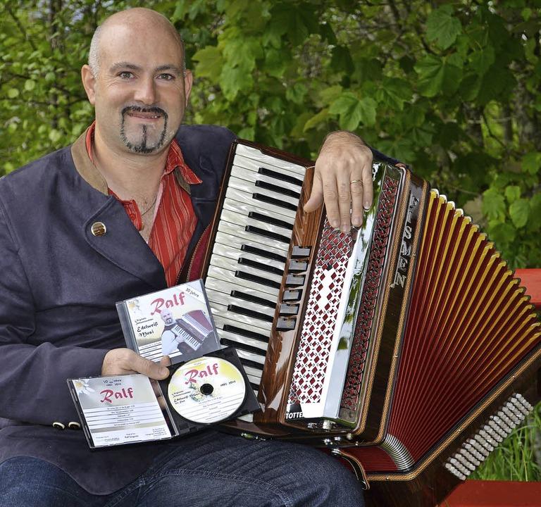 Ralf Stegerer aus Rötenbach hat seine erste eigene CD herausgebracht.   | Foto: Liane Schilling