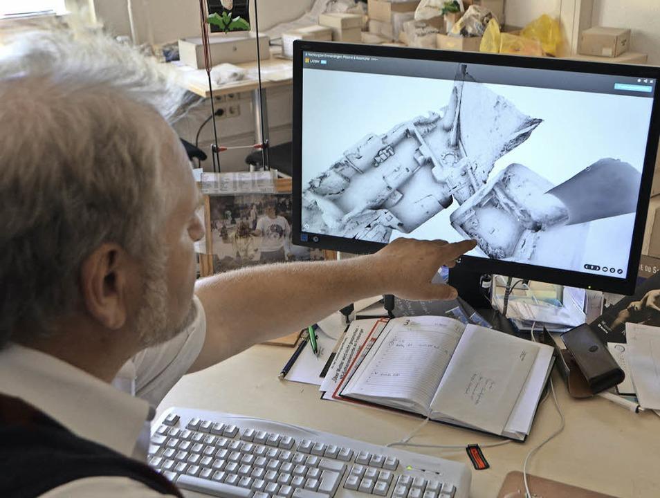 Bertram Jenisch zeigt das 3-D-Modell a... und Pfisterei betrachtet werden kann.  | Foto: Gerhard Walser