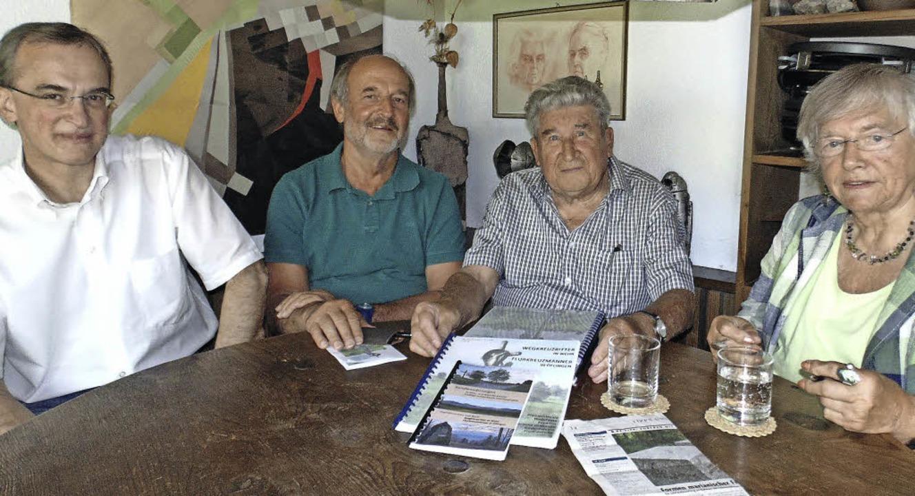 Dieter Walz, Armin Kronberger, Werner ...eindenkmale in Wehr und Öflingen vor.   | Foto: Michael Gottstein/Verena Pichler