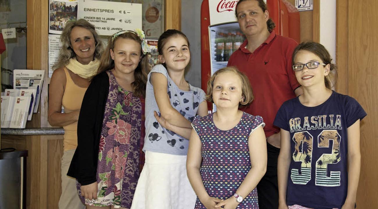 Jacqueline Marucha (links) und Remus v...ung des Breisacher Kinder-Kino-Clubs.   | Foto: privat