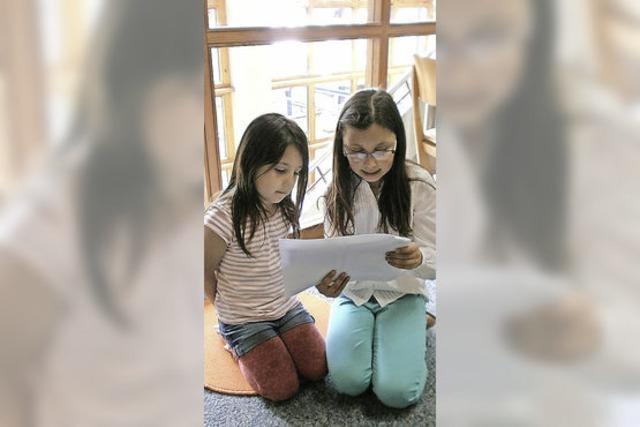 Große lesen Kleinen vor
