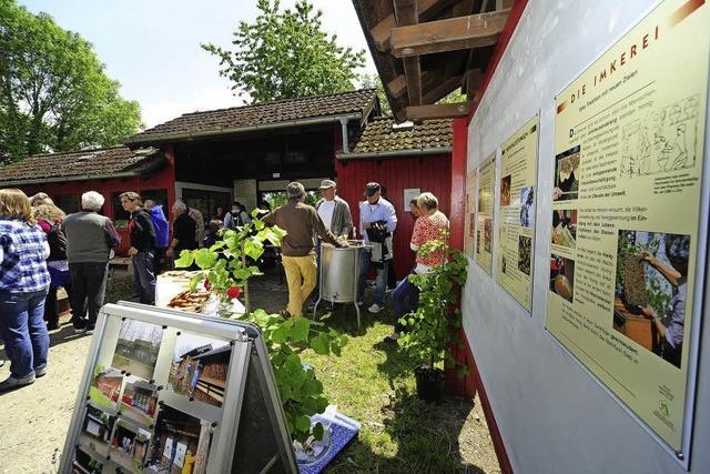Infos und Führungen beim Bienensonntag auf dem Mundenhof