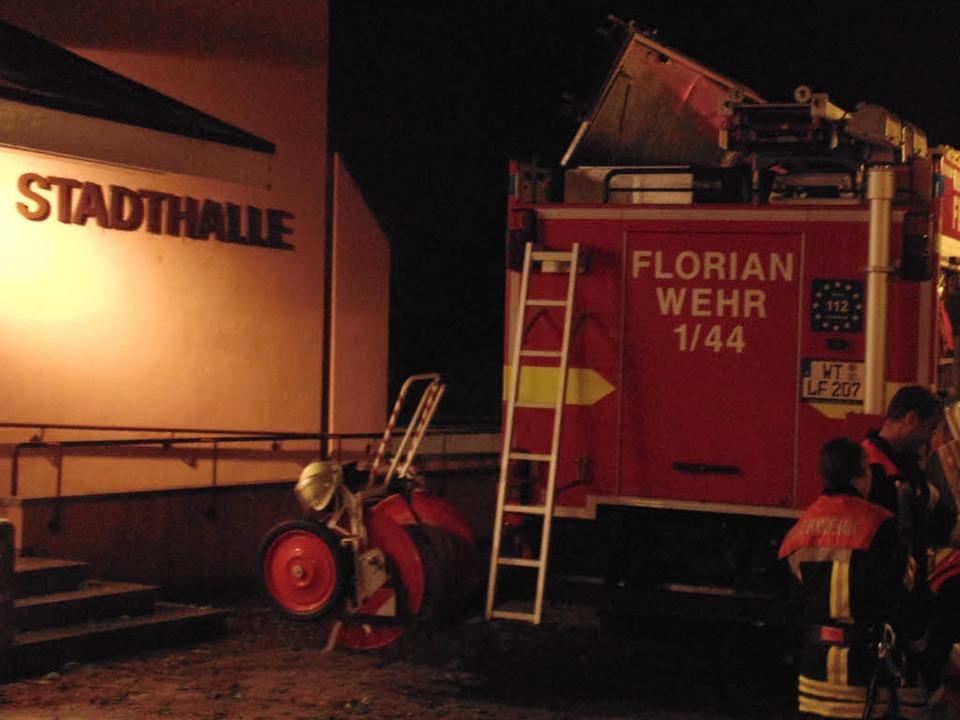 Feuerwehreinsatz an und in der Wehrer Stadthalle.  | Foto: Michael Gottstein