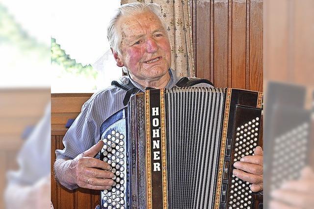 Offenes Singen mit Akkordeonbegleitung in Titisee-Neustadt