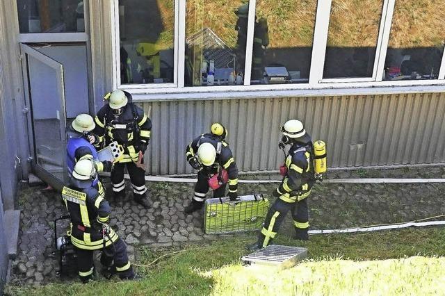 Feuerwehr spürt Rauchquelle auf