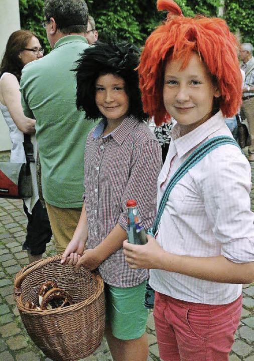 Als Max und Moritz servierten zwei Schopfheimer Jungs in der Pause Brezeln.    Foto: Hans-Jürgen Hege