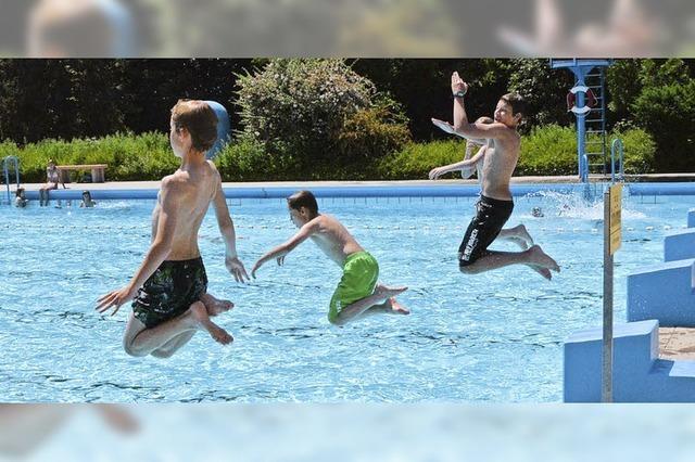 Hitze lockt die Menschen ans Wasser