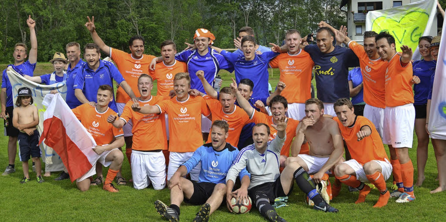 Der SV Göschweiler feiert die Meisters... blieb in 22 Spielen ohne Niederlage.     Foto: HelmuT Junkel