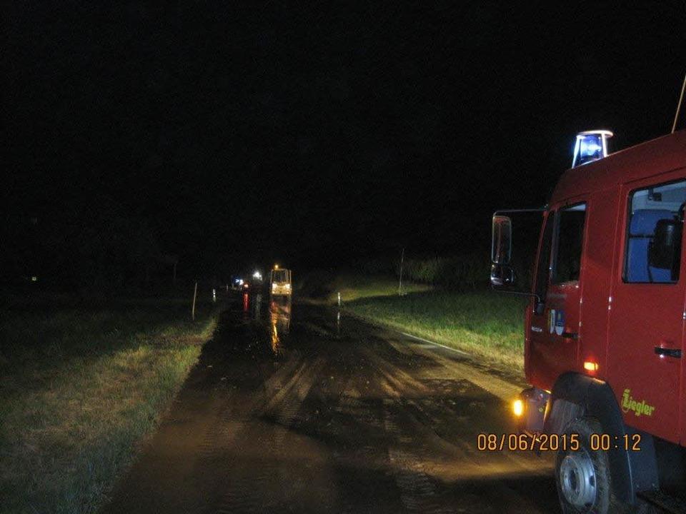 Aufräumarbeiten bei der K 6347 in der Nacht von Sonntag auf Montag  | Foto: privat